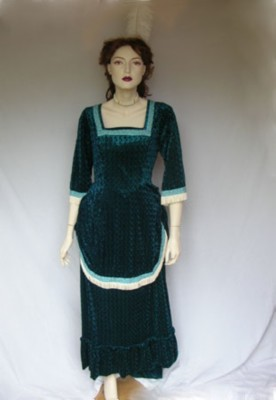 Edwardian-Anne-Bustle-dress-in-green