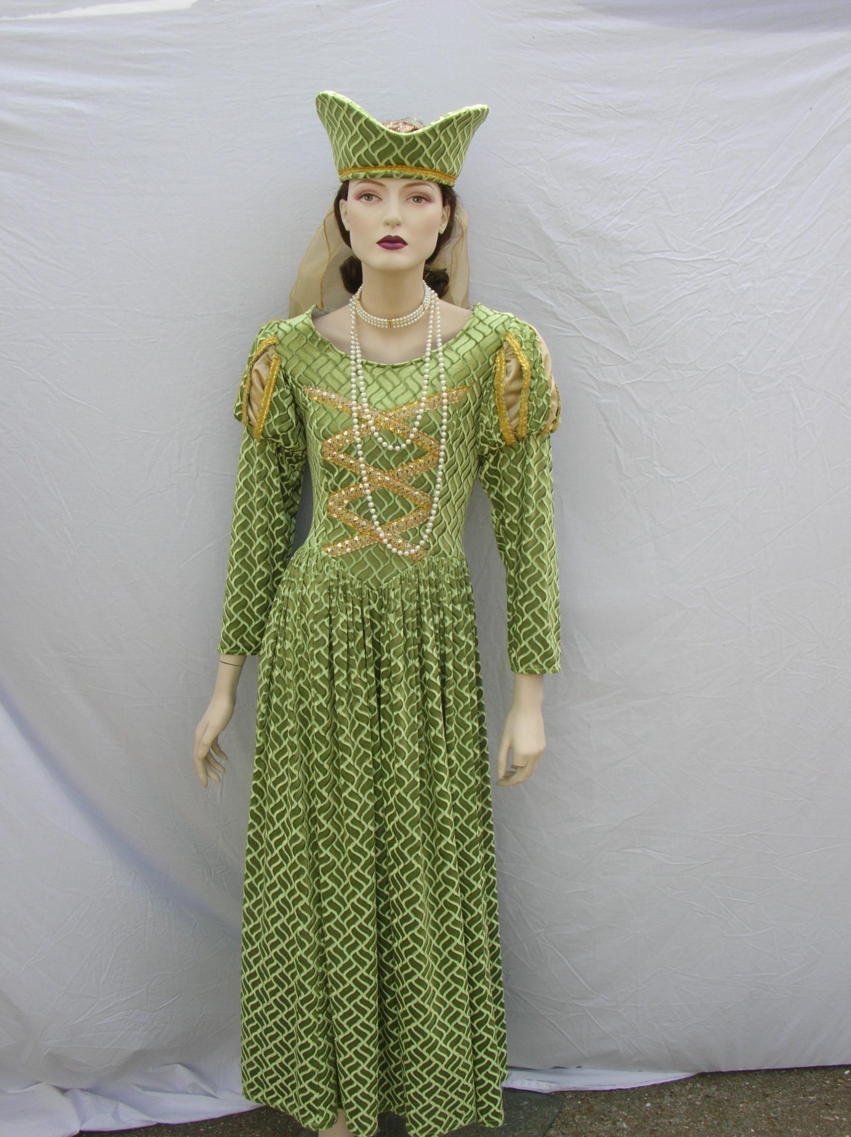 Lime-&-Gold-Tudor-Queen
