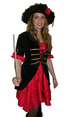 Red-Black-pirate-buchaneer-girl